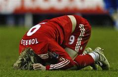 <p>O jogador do Liverpool Fernando Torres durante uma partida da Copa da Inglaterra contra o Reading. No estádio de Madejski, em Reading, Inglaterra, 2 de janeiro de 2010. REUTERS/ Eddie Keogh</p>