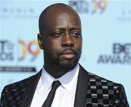 """<p>El devastador terremoto de Haití motivó a Hollywood y a las estrellas de la música popular a encabezar los pedidos de donaciones para ir en ayuda de las víctimas, así como a abrir sus propias billeteras. El músico de hip-hop haitiano Wyclef Jean (en la foto) lanzó una campaña de mensajes de texto, invitando a sus seguidores a donar 5 dólares al Yele Haiti Earthquake Fund mediante un cargo que se realizará a sus cuentas de celular al enviar el mensaje """"Yele"""" al número 501501. REUTERS/Phil McCarten/Archivo</p>"""