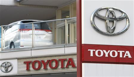 Toyota Motor's logos are seen at its dealer shop in Tokyo January 18, 2010. Toyota Motor Corp aims to double its global output of gas-electric hybrid cars to 1 million units in 2011, as it fights to stay in the lead in the growing market for low-emission cars, the Nikkei business reported on Monday. REUTERS/Kim Kyung-Hoon