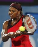 <p>Американская теннисистка Серена Уильмс на турнире Sydney International в Сиднее 15 января 2010 года. Ассоциация женского тенниса (WTA) опубликовала в понедельник новый рейтинг лучших теннисисток планеты REUTERS/Daniel Munoz</p>