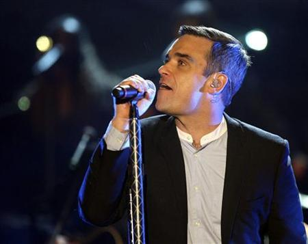Singer Robbie Williams performs during the German TV show ''Wetten dass...?'' (Bet it...?) in Braunschweig, November 7, 2009. REUTERS/Axel Heimken/Pool