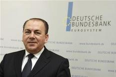 <p>Axel Weber, President of German Bundesbank, poses for the media before the annual news conference in Frankfurt March 10, 2009. REUTERS/Johannes Eisele</p>