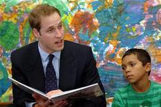 <p>Il principe William è volato oggi a Sydney per la sua prima visita in Australia da quando era bambino, tra sondaggi che dicono che gli australiani vorrebbero vederlo sul trono britannico al posto del principe Carlo, suo padre. REUTERS/Jeremy Piper/Pool</p>