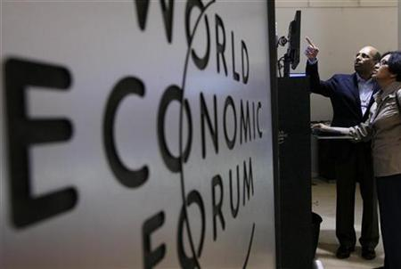 Attendees use a computer during a pause at the World Economic Forum (WEF) in Davos January 29, 2009. REUTERS/Christian Hartmann