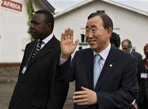 <p>Il segretario generale dell'Onu Ban Ki-moon in visita in Congo. REUTERS/Finbarr O'Reilly</p>