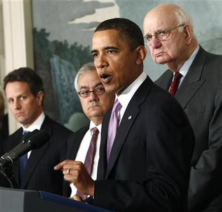 President Barack Obama speaks about financial reform after his meeting with Presidential Economic Recovery Advisory Board Chair Paul Volcker (R) at the White House in Washington January 21, 2010. Obama proposed stricter limits on financial risk-taking on Thursday in a new populist-tinged move that sent bank shares lower and aimed to shore up his own political base. From L-R: U.S. Treasury Secretary Tim Geithner, Rep. Barney Frank (D-MA), Obama and Volcker. REUTERS/Kevin Lamarque