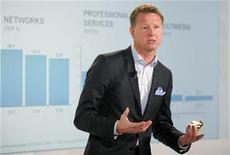 <p>El presidente ejecutivo de Ericsson, Hans Vestberg, habla en una conferencia de prensa en Estocolmo, 25 ene 2010. El fabricante de redes de telecomunicación Ericsson registró una caída mayor a lo esperado en sus ventas del cuarto trimestres ante el recorte del gasto por parte de sus consumidores, al tiempo que la reducción de costos ayudó a que la ganancia operativa esté en línea con las previsiones. REUTERS/Bob Strong</p>