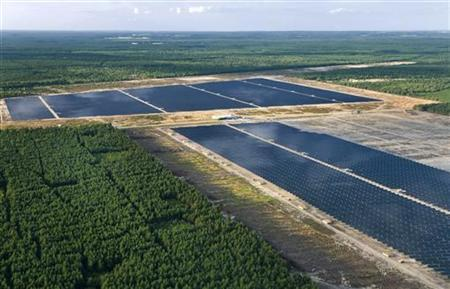 An aerial view shows the Lieberose solar farm, which is the world's second biggest solar power plant and Germany's biggest, with an area of 162 hectares (equivalent to more than 210 football fields) in Turnow-Preilack, about 150 km (93 miles) southeast of Berlin, in this August 14, 2009 file photo. REUTERS/juwi/Handout/Files