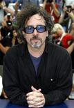 <p>Американский режиссер Тим Бёртон позирует фотографам на 59-м Каннском кинофестивале 25 мая 2006 года. Американский режиссер Тим Бёртон возглавит жюри Каннского кинофестиваля, сообщили организаторы киносмотра. REUTERS/Eric Gaillard</p>
