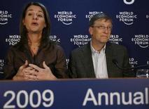 <p>Foto de archivo de Melinda y Bill Gates durante el Foro Económico Mundial desarrollado en Davos, Suiza, ene 30 2009. La Fundación Bill & Melinda Gates planea aumentar los fondos destinados a reducir la mortalidad materna en Malaui, dijo el martes Melinda Gates. REUTERS/Christian Hartmann</p>