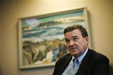 <p>Canada's Finance Minister Jim Flaherty speaks during an interview with Reuters in Ottawa December 21, 2009. REUTERS/Chris Wattie</p>