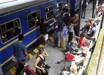 <p>Tourists wait at the train station for evacuation by helicopter in Machu Picchu January 29, 2010. Hundreds of tourists emerged from a gruelling 28 mile (45 km) trek along Peru's Inca trail on Thursday to find the ancient Machu Picchu ruins cut off by floods and mudslides, and joined the 1,200 or so travellers waiting to be airlifted out. REUTERS/Mariana Bazo</p>