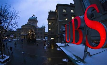 The logo of Swiss bank UBS is pictured in front of the Swiss Federal Palace in Bern in this January 8, 2010 file photo. REUTERS/Michael Buholzer