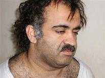 <p>Халид Шейх Мохаммед во время ареста 1 марта 2003 года. Обвиняемый в организации атак 11 сентября Халид Шейх Мохаммед предстанет перед судом, будет осужден и, возможно, казнен, сообщил в воскресенье пресс-секретарь Белого дома Роберт Гиббс. REUTERS/Courtesy U.S.News & World Report/Files</p>