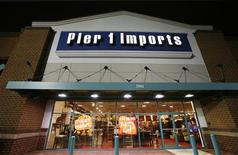 <p>Магазин Pier 1 Imports в Александрии, Виргиния 17 сентября 2009 года. Два менеджера компании по производству мебели под Парижем были задержаны рабочими, протестующими против планируемых увольнений, сообщили представители профсоюза во вторник. REUTERS/Molly Riley</p>