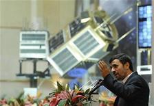 <p>Президент Ирана Махмуд Ахмадинежад выступает на церемонии демонстрации новой ракеты-носителя Simorgh в Тегеране 3 февраля 2010 года. Иран в среду провел испытания созданной в Исламской республике ракеты-носителя для вывода спутников на орбиту, сообщили иранские СМИ. REUTERS/Ebrahim Noroozi/IIPA.ir</p>