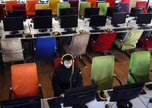 <p>Un cliente usa un computador en un cibercafé en Changzhi, en China, 25 ene 2010. Un cliente usa un computador en un cibercafé en Changzhi, en China REUTERS/Stringer</p>