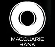 <p>Логотип банка Macquarie на пресс-конференции в Сиднее 15 мая 2007 года. Сотрудник одного из банков Австралии попал в неловкое положение, оказавшись под прицелом телекамер в тот момент, когда разглядывал пикантные фото на мониторе своего рабочего компьютера. REUTERS/Handout</p>