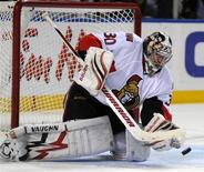 <p>Ottawa Senators goaltender Brian Elliott makes a save against the Buffalo Sabres during NHL hockey action in Buffalo, New York, February 3, 2010. The Senators goalie has never lost a game against the Buffalo Sabres. REUTERS/Gary Wiepert</p>