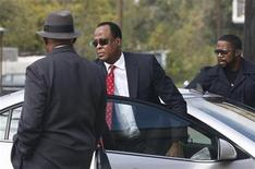 <p>Dr. Conrad Murray arrives at the Armstrong Medical Clinic in Houston November 23, 2009. REUTERS/Richard Carson</p>