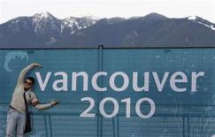 <p>Três dos cinco representantes do Brasil nos Jogos de Inverno de Vancouver chegaram nesta quinta-feira à Vila Olímpica ansiosos pela disputa da competição, que começa no próximo dia 12. REUTERS/Shaun Best 04/02/2010</p>