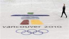 <p>Patinador profesional practica su rutina en la espera de los Juegos Olímpicos de Invierno de Vancouver 2010. 7 feb 2010. Vancouver, sede de los Juegos Olímpicos de Invierno de este mes, se enorgullece de ser una de las ciudades más habitables del mundo, pero hay veces en las que los residentes no parecen estar seguros de realmente querer tener al mundo en su puerta. REUTERS/David Gray</p>