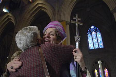 Rev. Katharine Jefferts Schori greets a congregant after her investiture as the Presiding Bishop of the Episcopal Church at the National Cathedral in Washington, November 4, 2006. REUTERS/Jonathan Ernst