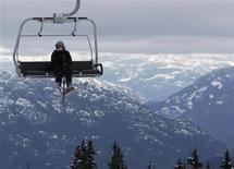 <p>A skier sits on a chairlift over the downhill course of the Vancouver 2010 Winter Olympics in Whistler, British Columbia, February 7, 2010. REUTERS/Wolfgang Rattay</p>