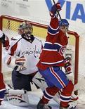 """<p>Игрок """"Монреаля"""" Глен Метрополит (справа) празднует гол в ворота """"Вашингтона"""" в матче регулярного чемпионата НХЛ в Монреале 10 февраля 2010 года. """"Монреаль"""" сумел прервать победную серию """"Вашингтона"""" из 14 матчей, обыграв столичных хоккеистов со счетом 6-5 в регулярном чемпионате Национальной хоккейной лиги. REUTERS/Christinne Muschi</p>"""