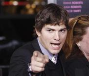 "<p>Cast member Ashton Kutcher gestures at the premiere of ""Valentine's Day"" at the Grauman's Chinese theatre in Hollywood, California February 8, 2010. REUTERS/Mario Anzuoni</p>"