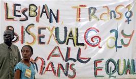 <p>Участники ворк-шопа Всемирного социального форума по защите сексуальных меньшинств в Найроби 23 января 2007 года. Кенийская полиция разогнала свадьбу двух геев, арестовав женихов и еще нескольких человек, чья сексуальная ориентация вызвала у них подозрения. REUTERS/Antony Njuguna</p>