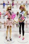 <p>As novas Barbie apresentadora de telejornal e engenheira de computação, novos lançamentos da Mattel. 12/02/2010 REUTERS/Jeff Zelevansky</p>