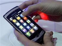"""<p>Foto del nuevo modelo 'Wave"""" de Samsung que fue dado a conocer el domingo en Barcelona. REUTERS/Albert Gea</p>"""