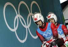 <p>Canada's Chris (L) and Mike Moffat prepare to start a training run for the men's doubles luge event during the Vancouver 2010 Winter Olympics in Whistler, British Columbia, February 15, 2010. REUTERS/Jim Young</p>