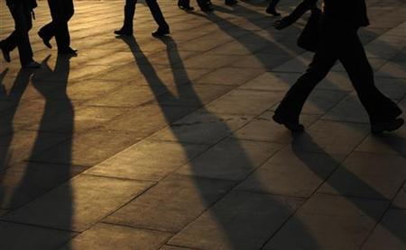 Evening commuters are seen in central London March 18, 2009. REUTERS/Toby Melville