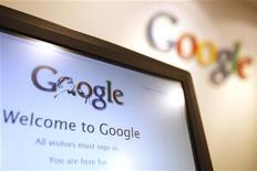 <p>Un'immagine del logo di Google visualizzato sullo schermo di un pc. REUTERS/Tyrone Siu</p>