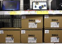 <p>Dell annonce un bénéfice et un chiffre d'affaires trimestriels supérieurs au consensus, grâce à de solides ventes d'ordinateurs portables, mais sa marge brute est un peu inférieure à ce que les analystes attendaient. /Photo prise le 18 février 2010/REUTERS/Joshua Lott</p>