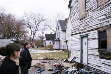 Lindsey Sacher (L) and Mark Seifert of Cleveland-based non-profit East Side Organizing Project (ESOP) tour foreclosed homes in the city's Slavic Village on February 8, 2008, which has been ravaged by the housing crisis. REUTERS/Nick Carey