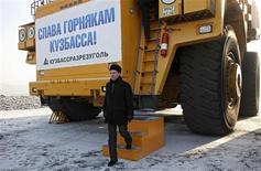 """<p>Les affiches d'un spectacle pour enfants proclamant """"nous t'attendons, gnome facétieux"""" ont été retirées d'une rue d'Omsk, en Sibérie, avant une visite du président russe Dmitri Medvedev, qui mesure 1,62m. /Photo prise le 12 février 2010/REUTERS/Ria Novosti/Kremlin/Mikhail Klimentyev</p>"""