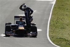 <p>O piloto da Red Bull Mark Webber marcou o melhor tempo do teste de pré-temporada da Fórmula 1 nesta sexta-feira no circuito espanhol de Jerez, depois que a chuva finalmente parou de atrapalhar os planos das equipes na pista espanhola. REUTERS/Marcelo del Pozo (SPAIN - Tags: SPORT MOTOR RACING</p>