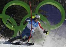 <p>Bode Miller of the U.S. clears a gate during the Slalom run of the men's Alpine Skiing Super Combined event at the Vancouver 2010 Winter Olympics in Whistler, British Columbia, February 21, 2010. REUTERS/Wolfgang Rattay</p>
