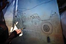 <p>Imagen de archivo del artista Louis Saurel, pintando sobre el terremoto de Haití, en Puerto Príncipe. Feb 16 2010. Antes del terremoto en Haití del 12 de enero, el pintor Louis Saurel representaba las coloridas escenas de la vida rural que muchos turistas eligen como recuerdos de su visita al empobrecido país caribeño. REUTERS/Carlos Barria/archivo</p>