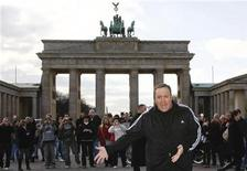 <p>Actor Kevin James poses for photographers during a photocall in front of the Brandenburg Gate in Berlin, March 20, 2009. REUTERS/Fabrizio Bensch</p>