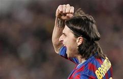<p>Zlatan Ibrahimovic, do Barcelona, comemora gol contra o Stuttgart em empate em 1 a 1. REUTERS/Johannes Eisele</p>