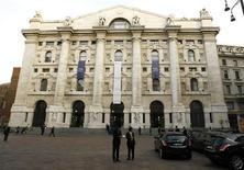 <p>Palazzo della Borsa di Milano in foto d'archivio. REUTERS/Stefano Rellandini</p>