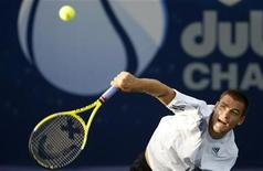 <p>Россиянин Михаил Южный в матче Dubai Tennis Championships против немца Бьорна Фау в Дубае 24 февраля 2010 года. Михаил Южный вышел в 1/4 финала теннисного турнира Dubai Championships, проходящего в ОАЭ. REUTERS/Karl Jeffs</p>