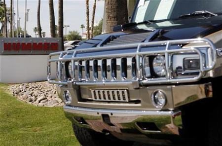 A Hummer vehicle sits outside of a dealership in Scottsdale, Arizona June 2, 2009. REUTERS/Joshua Lott