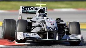 <p>Michael Schumacher, da Mercedes, durante testes da F1 em Barcelona. REUTERS/Albert Gea</p>