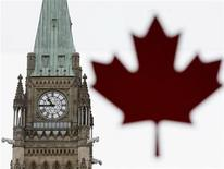 <p>Parliament Hill is seen through a window pasted with a maple leaf in Ottawa in this May 18, 2005 file photo. REUTERS/Jim Young</p>