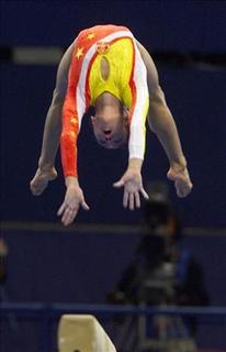 China's Dong Fangxiao performs her beam exercise during the women's team qualification in Gymnastics Artistic at the Sydney 2000 Olympic Games September 17, 2000. REUTERS/Grigory Dukor